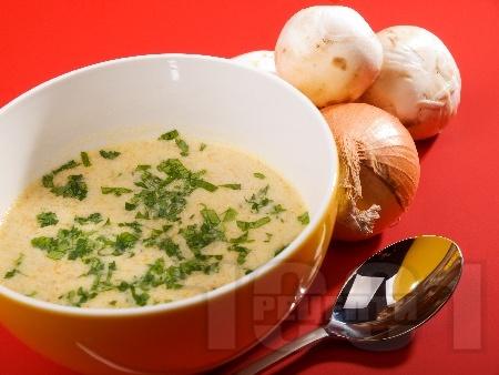 Кашкавалена крем супа със сметана, картофи, моркови и гъби печурки - снимка на рецептата